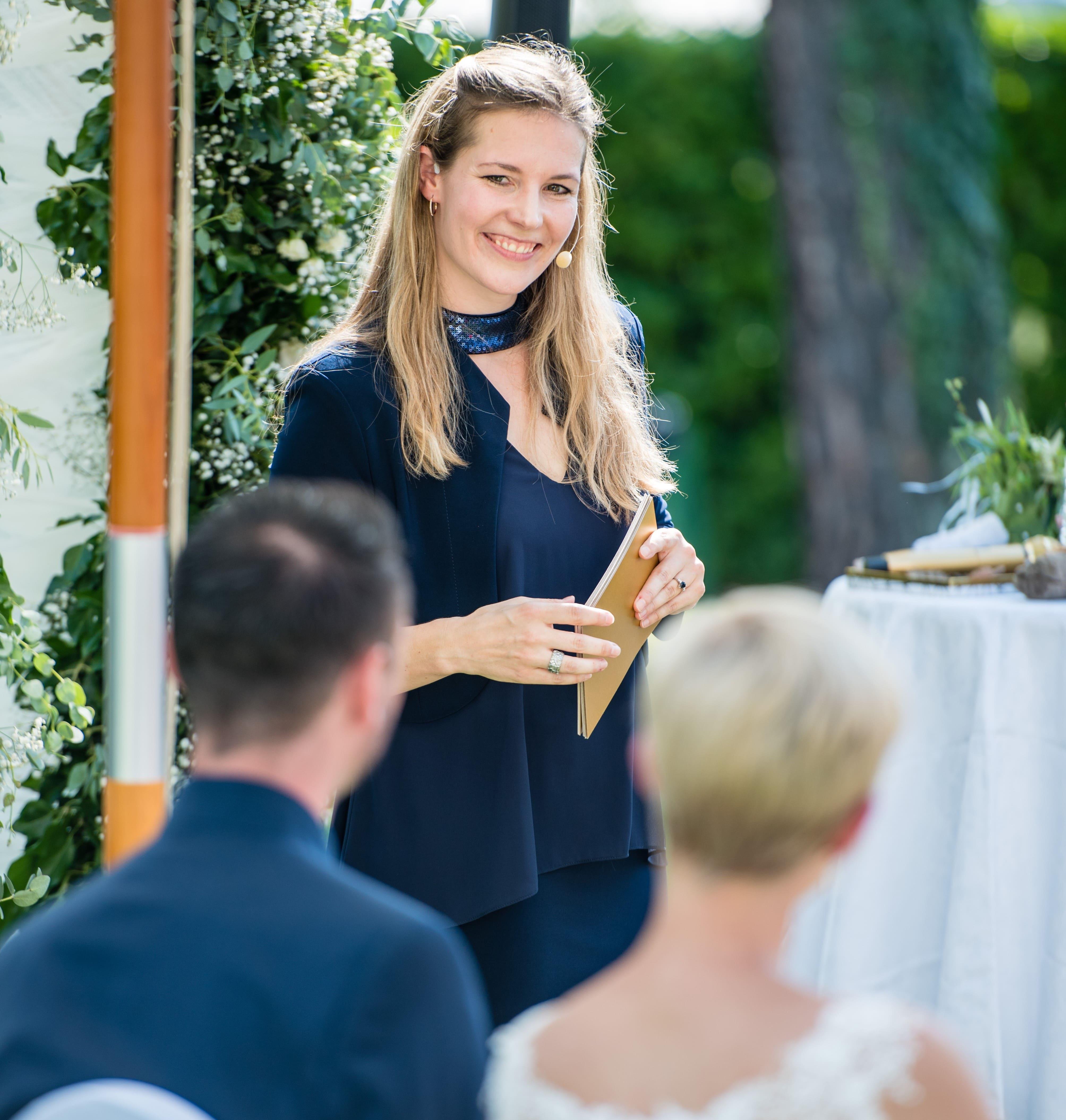 Evelyne Ekdahl, Zeremonienleiterin