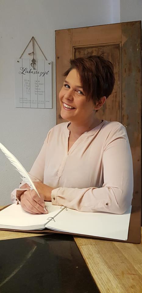 Bianca Klein, Zeremonienleiterin