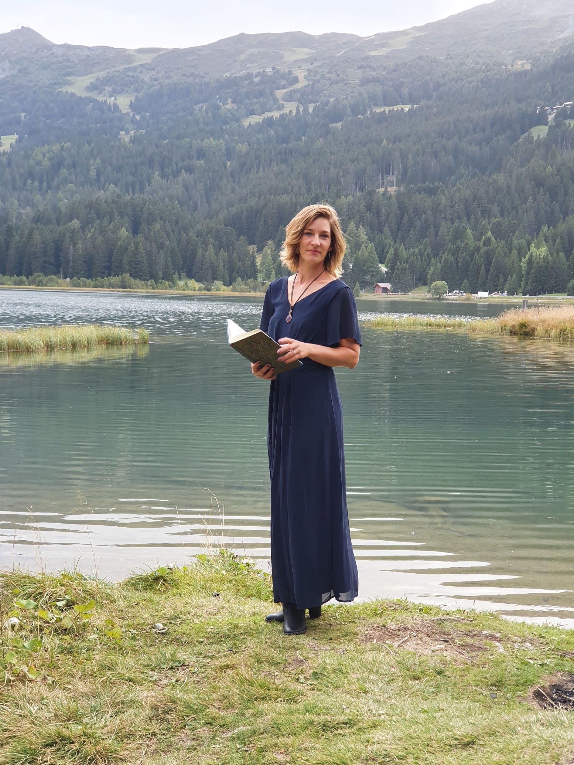 Iris Maendli, Zeremonienleiterin